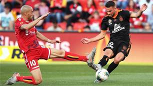 Adelaide lose injured Troisi in A-League