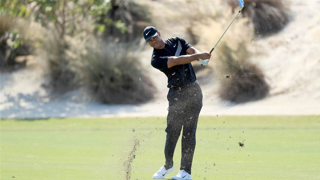 Woods stumbles late at Hero World Challenge