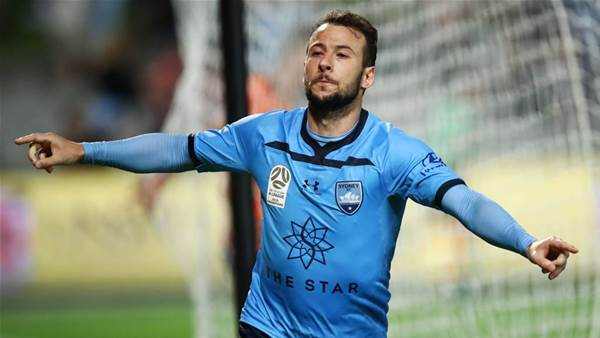 Sydney sink Roar with Le Fondre hat-trick