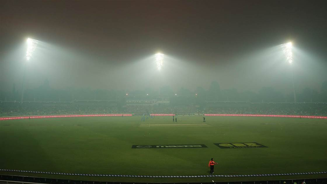Smoke Stops Play in Canberra
