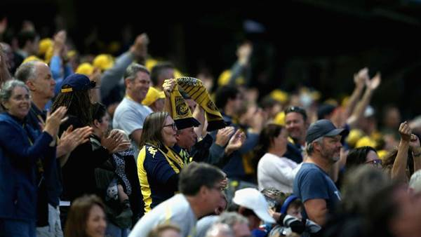 Mariners off bottom of ladder with upset