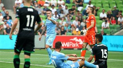 10-man City hold off United A-L comeback