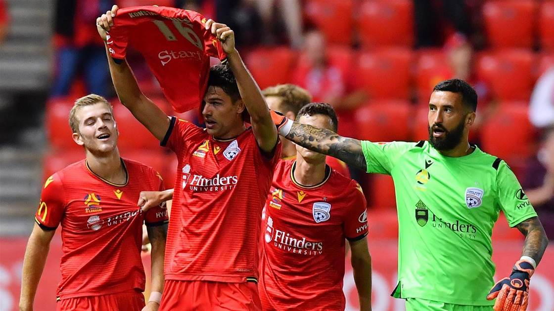 Reds steal dramatic late win over Mariners