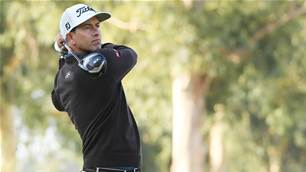 Scott fires himself into contention at Riviera