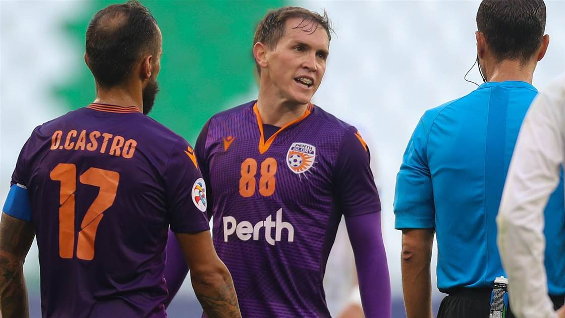 Glory players fume at overlooked penalty