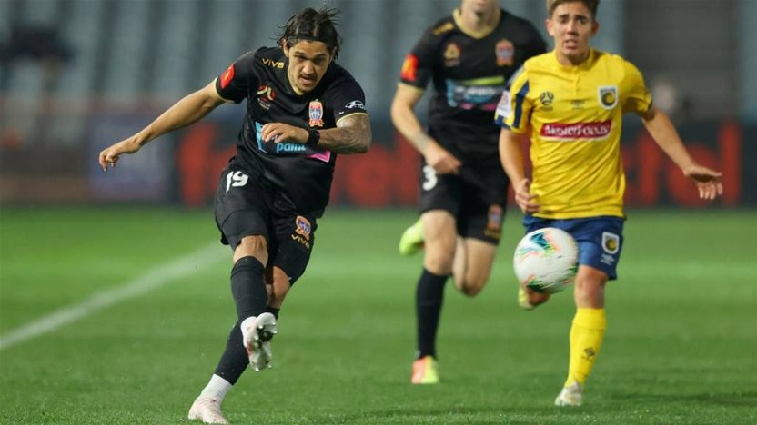 Newcastle Jets lock-in Petratos brothers