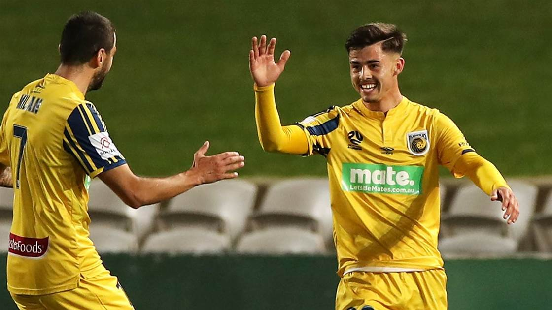 Mariners stun Victory in late blitz