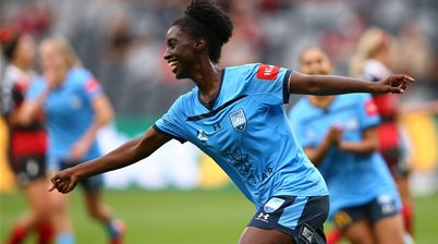 Sydney ease past Wanderers