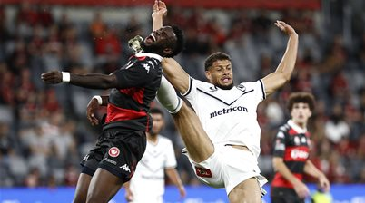Wanderers extend run as Victory fall