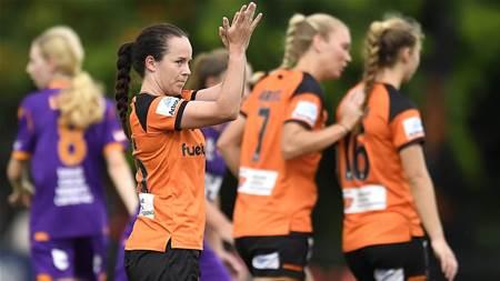 Roar keep pressure on Sydney