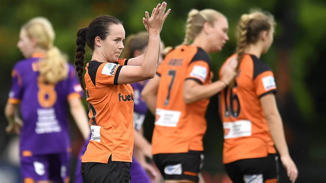 Roar keep pressure on Sydney