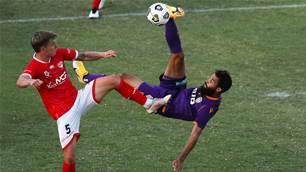 Glory's Malik shoulders it to the referee