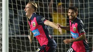Mariners sail further clear in A-League