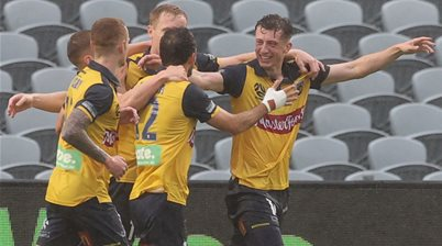 Simon 'clash of heads' penalty bags soggy draw for Mariners
