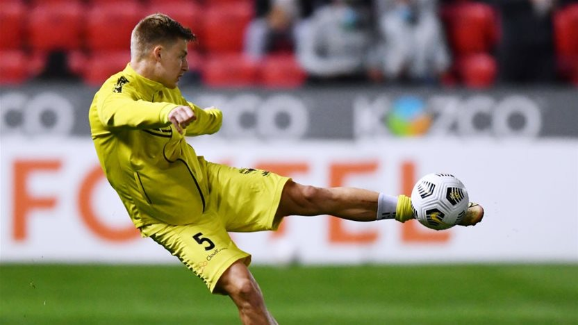 A-League's Wellington re-sign former Eredivisie defender