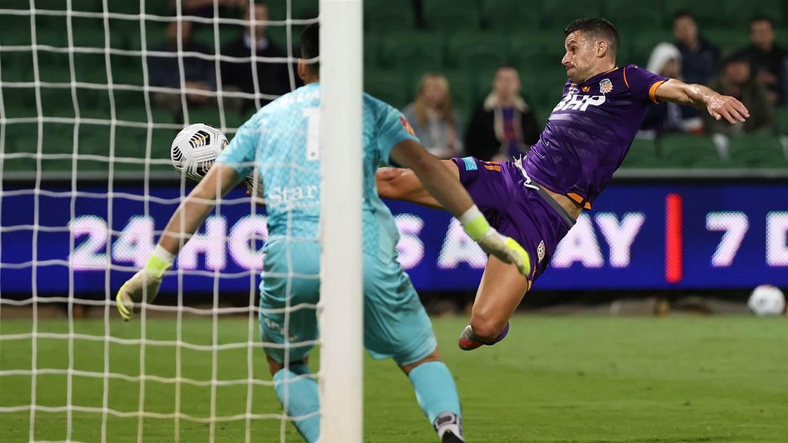 Glory score comeback win over Adelaide