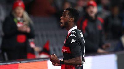 Wanderers beat Roar, keep A-L season alive