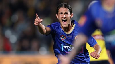 Jets upset Mariners in A-League derby