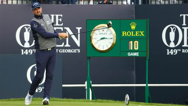 Frustrated Leishman snaps putter in Open cut chase