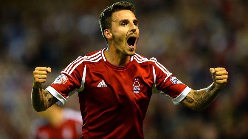 Macarthur sign English striker