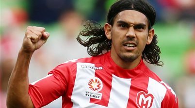 Wellington Phoenix add 'real grunt' with two former Socceroos