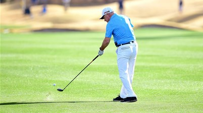 Video: One-armed golfer makes hole-in-one