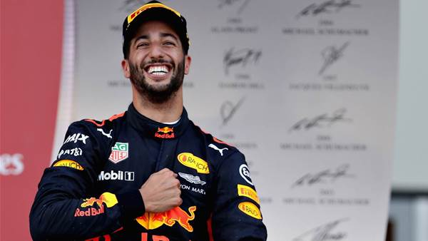 Gutsy Ricciardo overtake wins F1 'Pass of the Year'