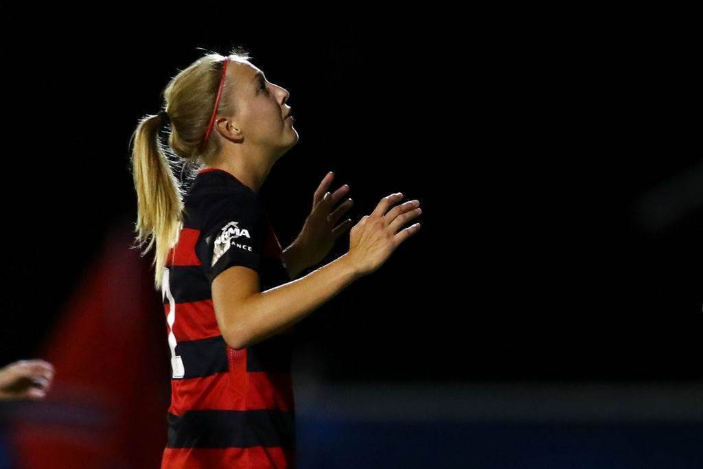 Western Sydney Wanderers re-sign defender