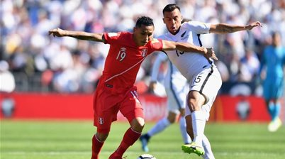 A-League's Wellington sign two New Zealand internationals