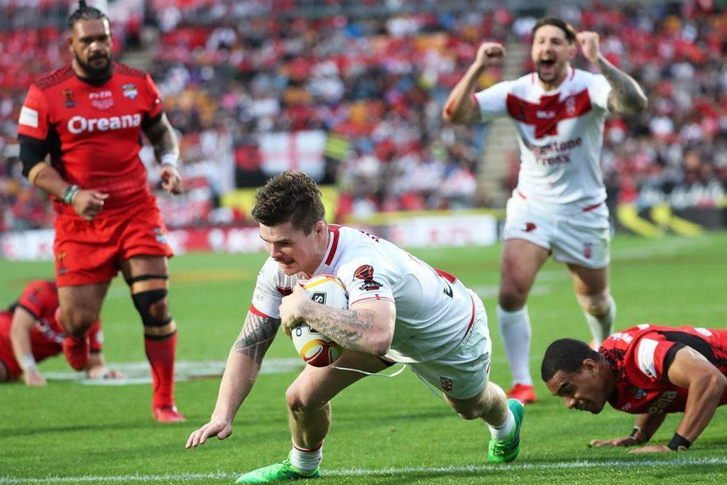 Canberra to sign English duo