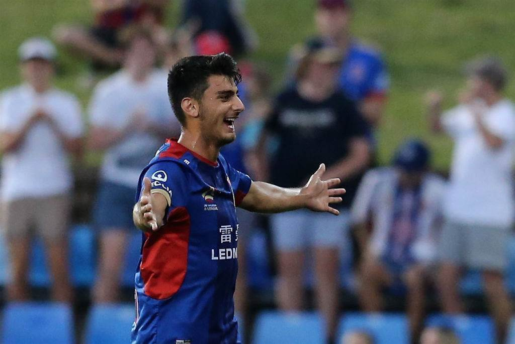 Koutroumbis back and buoyed by fan support