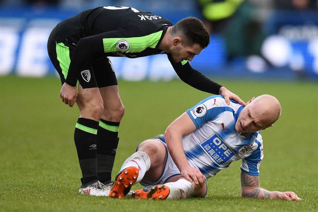 Knee injury setback stalls Mooy