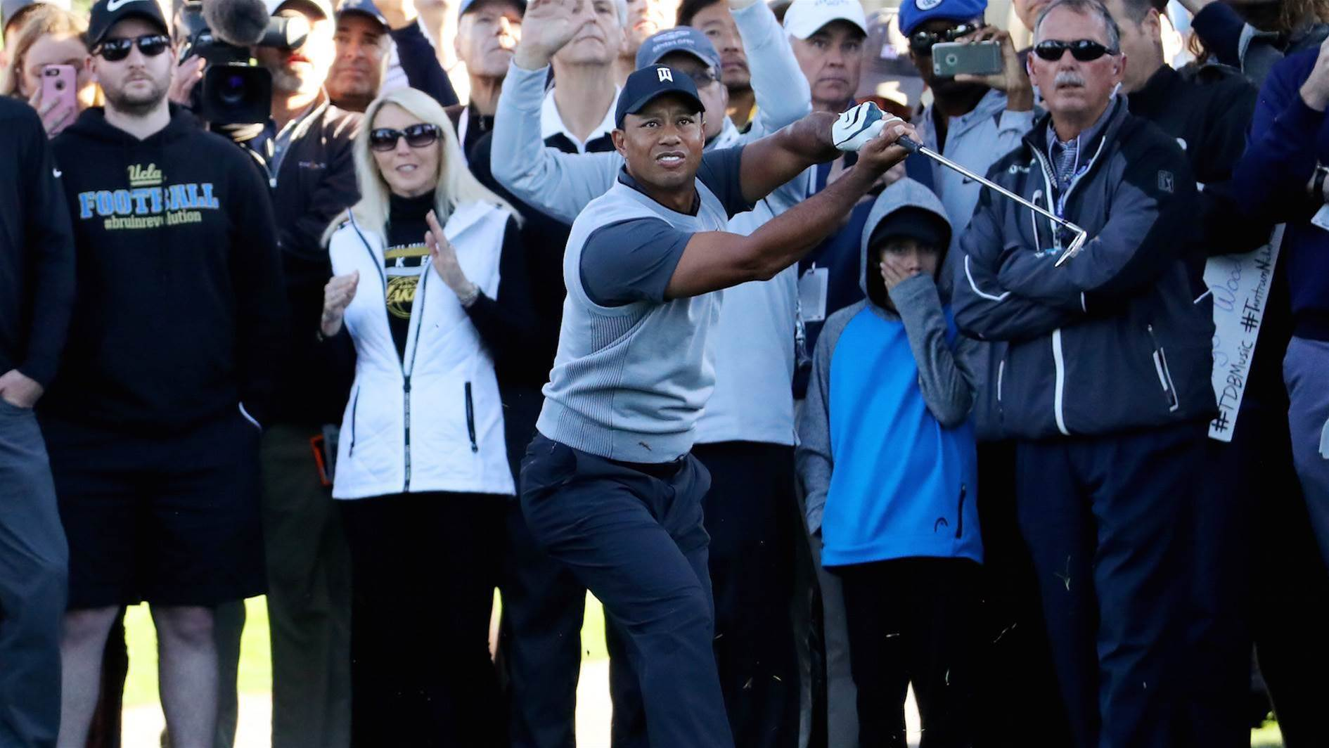 Woods braves early storm at Riviera