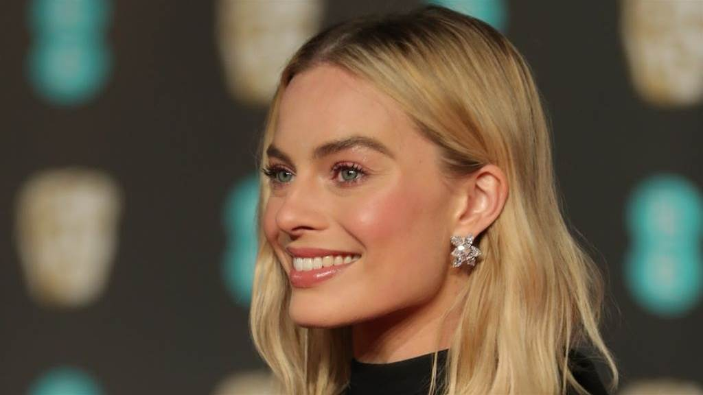 Aussie Margot Robbie admits she's a Fulham fan