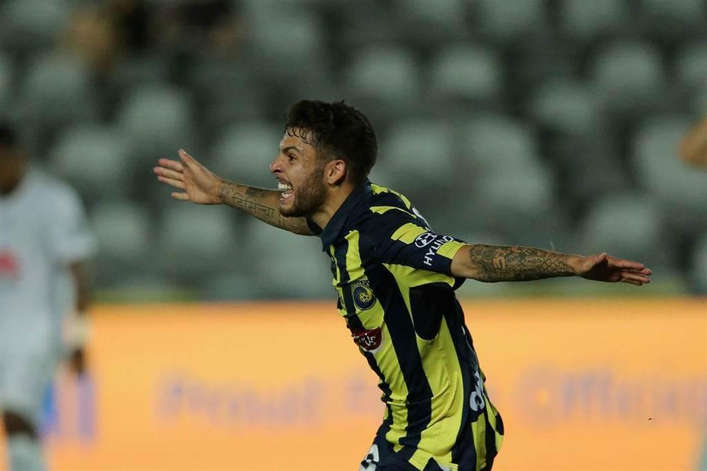 De Silva makes Sydney FC switch using new intra-league loan