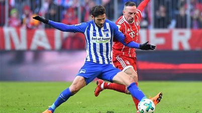 Leckie outshines world's best in Bayern clash
