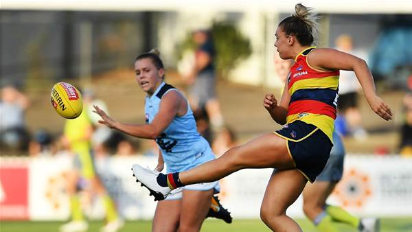 Marinoff staying with Crows