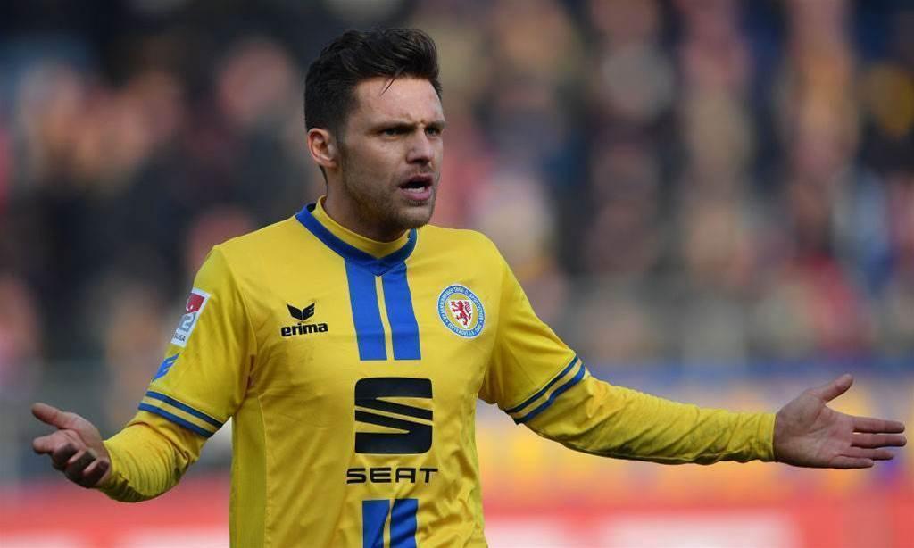 Adelaide United sign experienced German midfielder