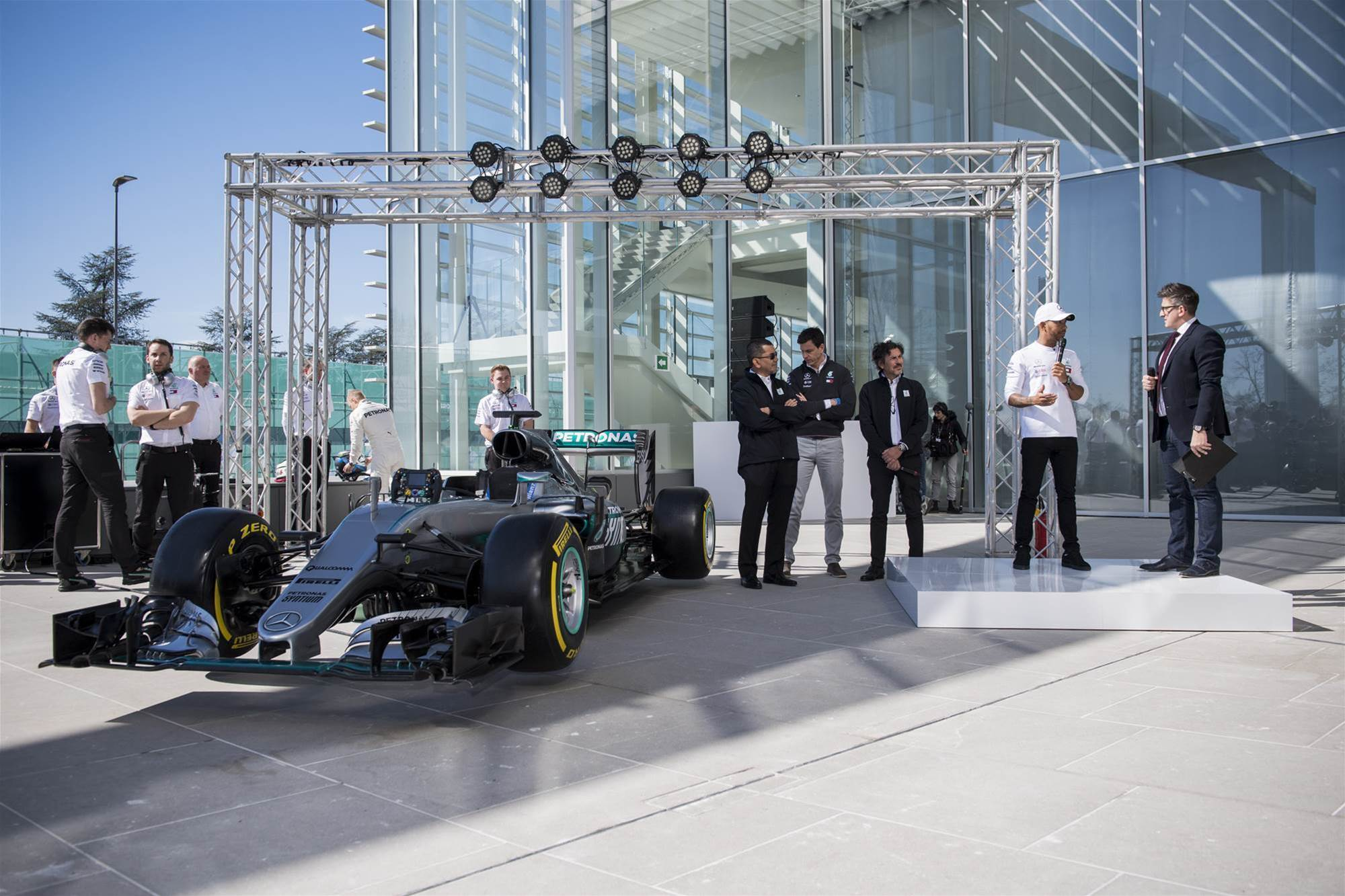 Hamilton worried about Red Bull threat