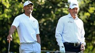 Woods defends Mickelson's Saudi choice