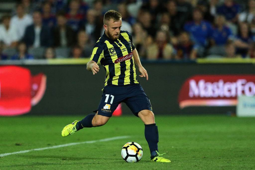 Central Coast Mariners re-sign young pair