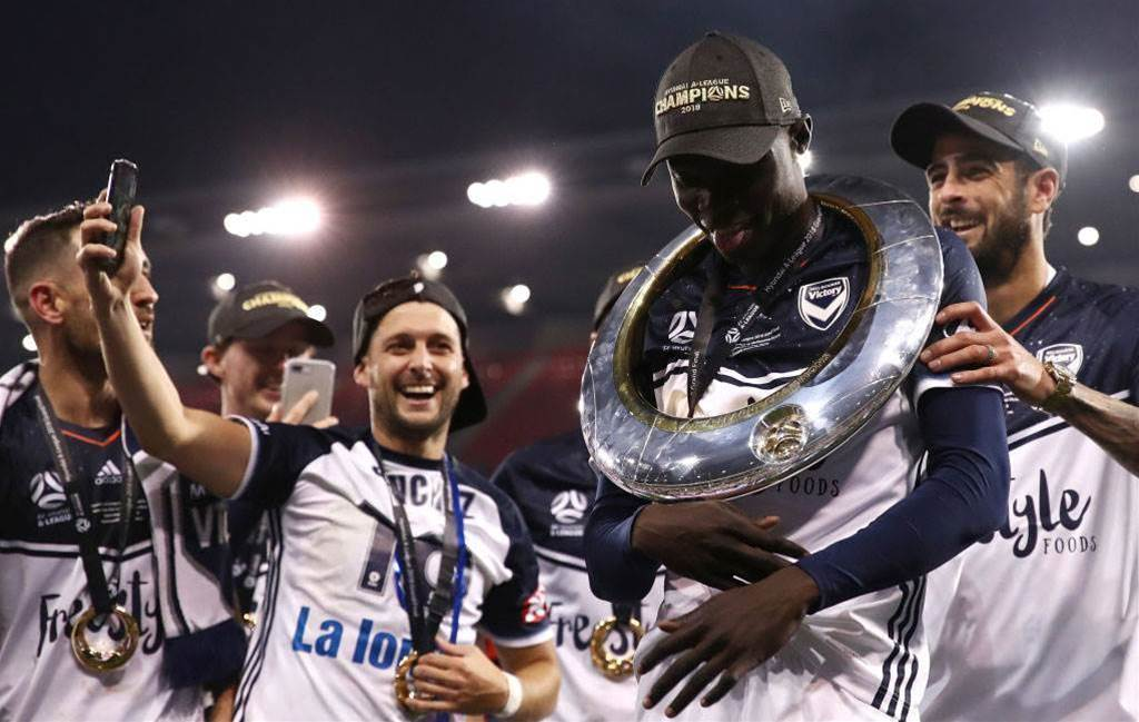 Melbourne Victory snap up 'King' Kenny for another two seasons