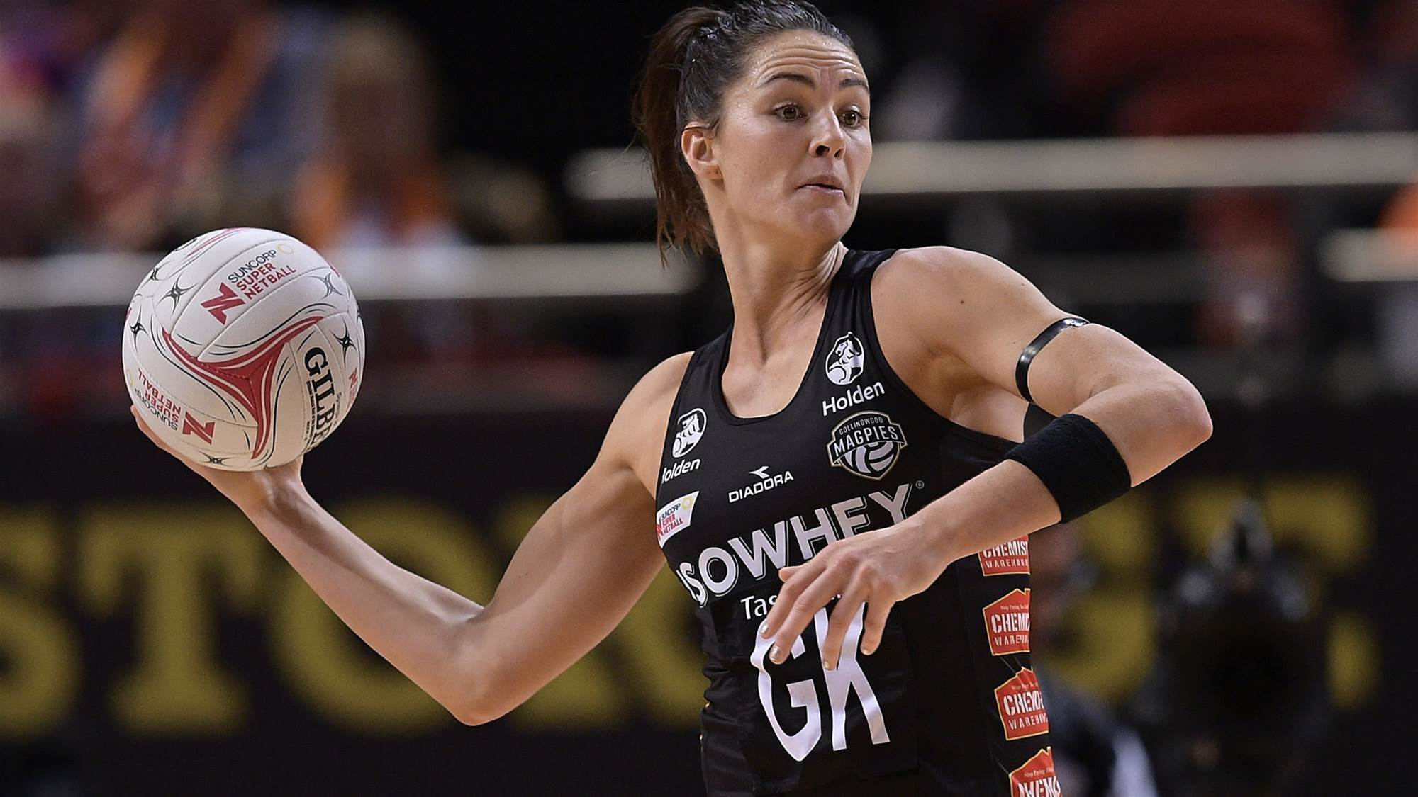 Sharni Layton announces retirement