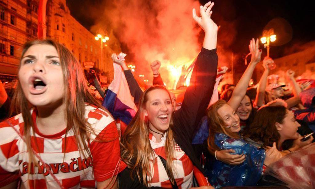 Thousands of Croatians celebrate advancing to World Cup Final