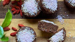 RECIPE: Acai & Goji Raw Cookies