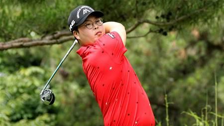 Hwang takes control of the Korea Open