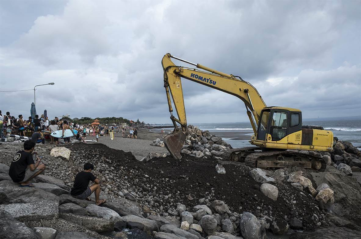 Canggu Chaos as Jetty Construction begins.