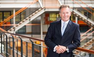 AIIA chief steps down
