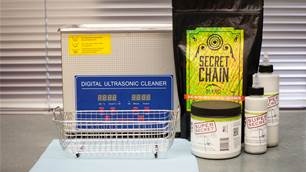 WORKSHOP: Waxing your chain with Silca Super Secret Chain Lube