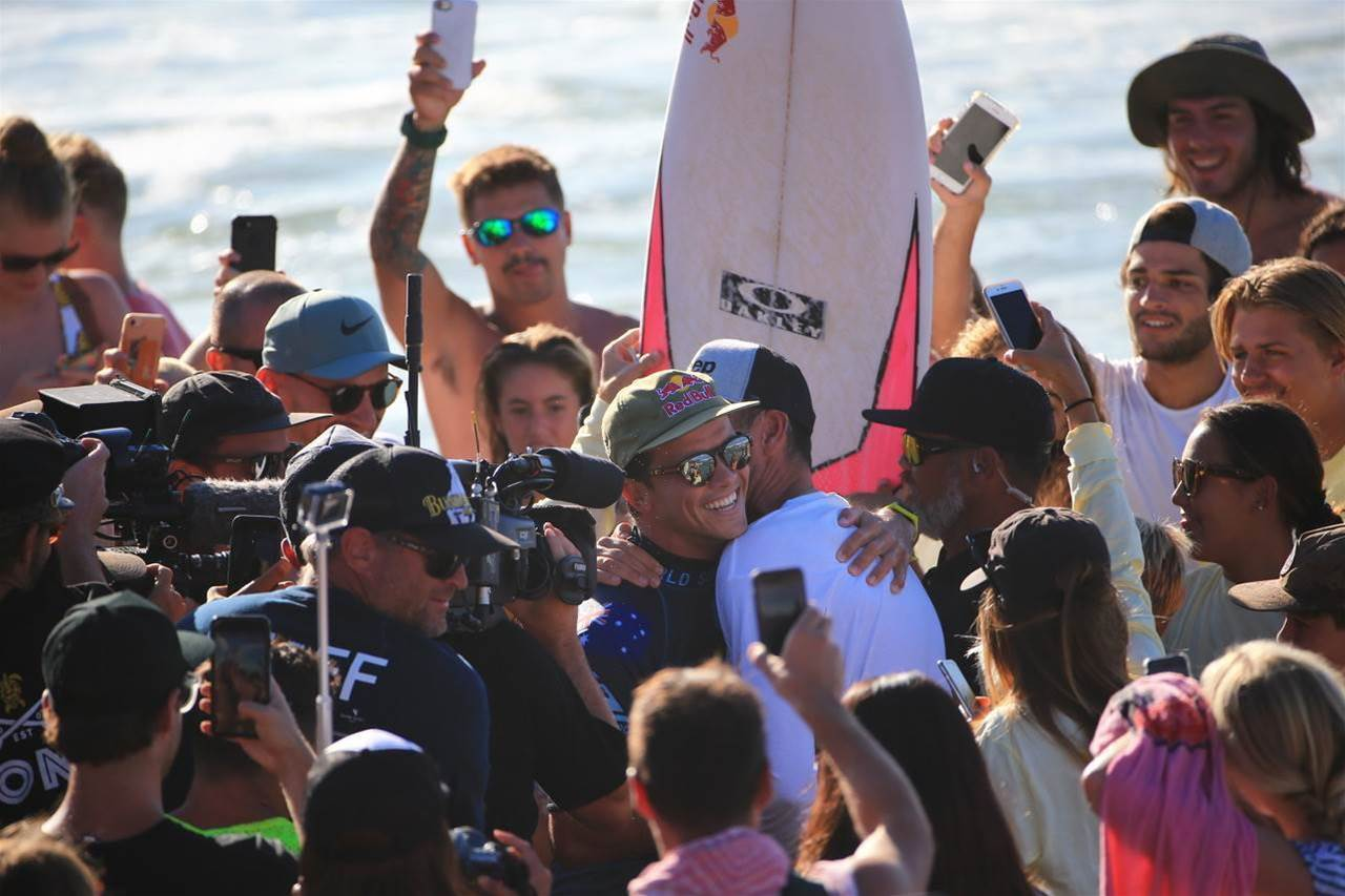 Kirra and Julian Deliver on one of Pro Surfing's Better Days.